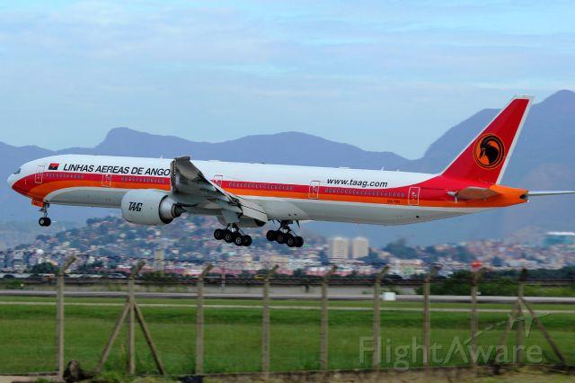 Boeing 777-200 (D2-TEI)
