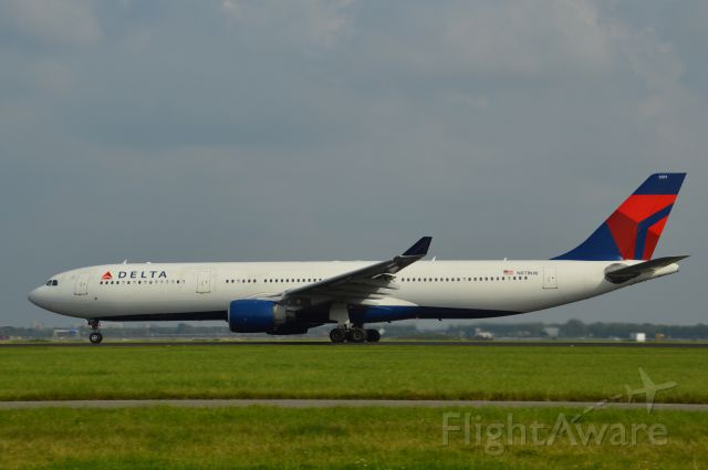 Airbus A330-300 (N811NW) - A Delta Air Lines Airbus A330-300 at Schiphol Airport (AMS)br /(N811NW)br /(07-sept-2014)