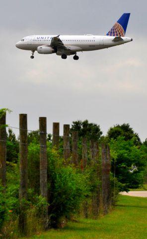 Airbus A319 (N801UA)