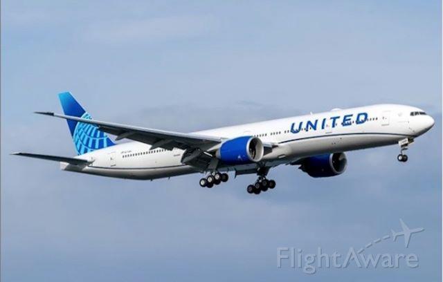 BOEING 777-300ER — - United new 777-300er livery