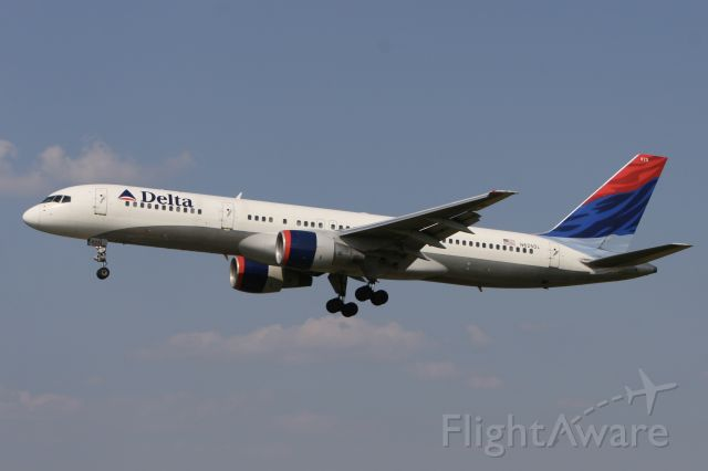 Boeing 757-200 (N625DL) - July 7, 2007 - approached Baltimore BWI