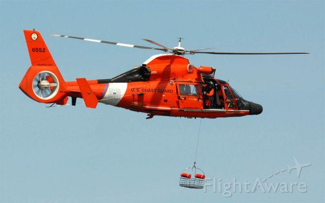 N6552 — - Retrieving rescue basket.