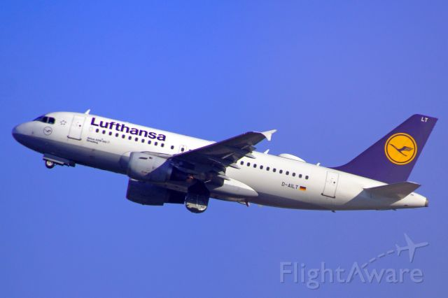 Airbus A319 (D-AILT) - D-AILT. Start von Düsseldorf nach München am 19.04.2019.