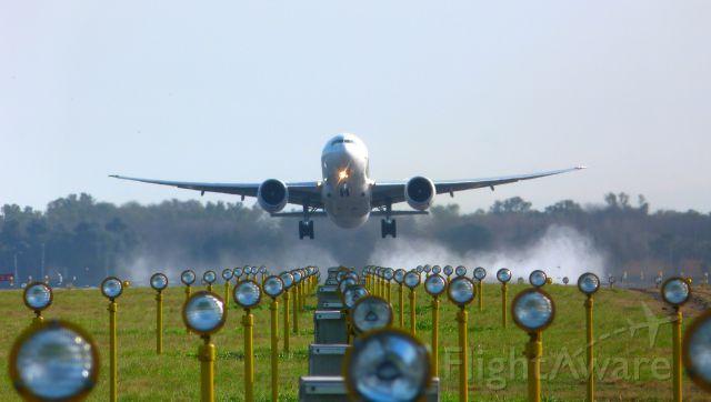 Boeing 777-200 (N772LA)