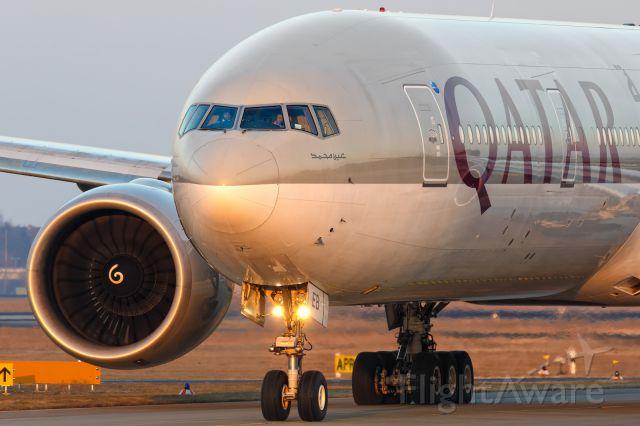 BOEING 777-300 (A7-BEB)