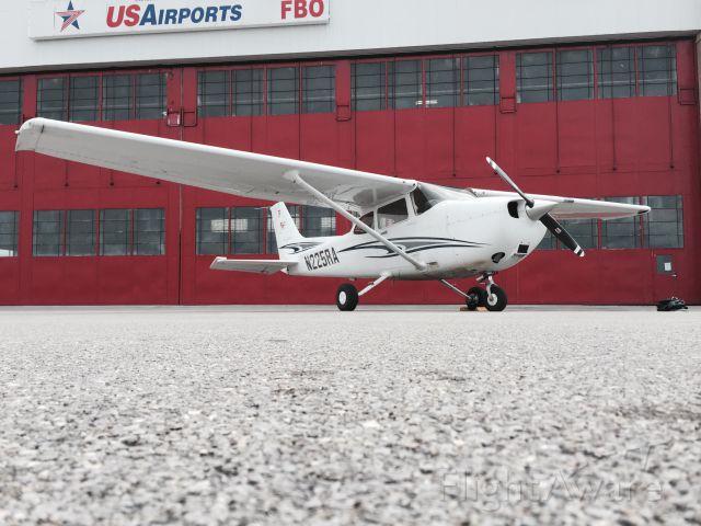 Cessna Skyhawk (N225RA)