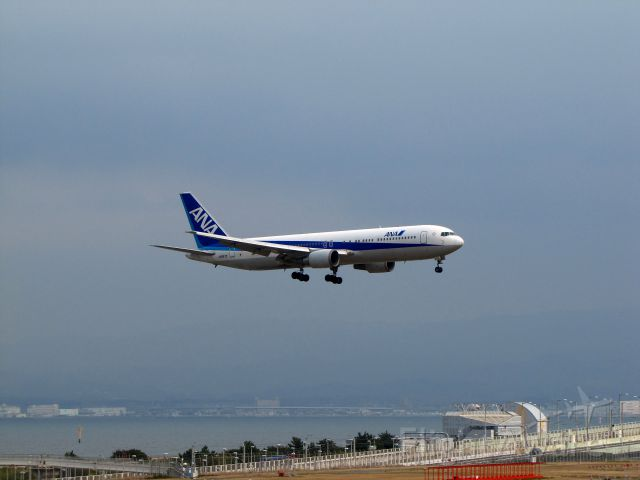 BOEING 767-300 (JA8670)