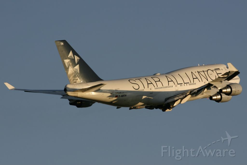Boeing 747-400 (D-ABTH) - August 12, 2006 - Star Alliance departed from Toronto