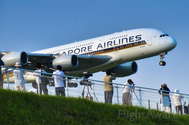 Airbus A380-800 (9V-SKM) - People to shoot Airbus380 to land on the RW16R,NRT.