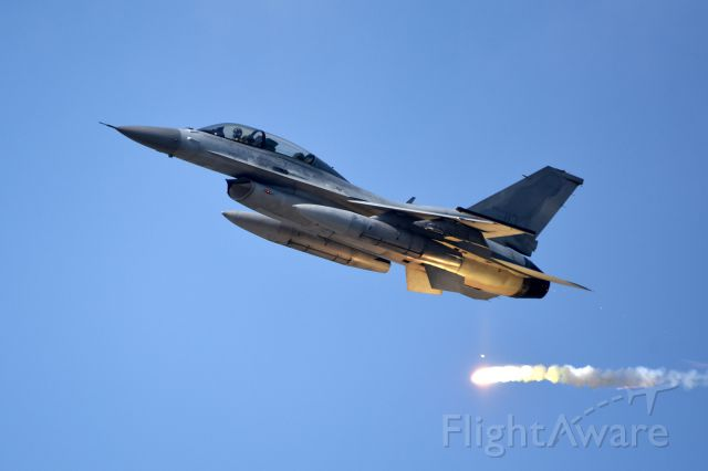 Lockheed F-16 Fighting Falcon — - 2015 Seoul International Aerospace & Defense Exhibitionbr /br /ROKAF KF-16D with flare, CSAR(Combat Search and rescue) demo