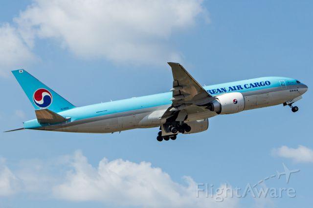 Boeing 777-200 (HL8005) - Korean Air Cargo / Boeing 777-FB5br /Registration: HL8005br /br /Campinas (VCP) - Santiago (SCL)br /br /Fotografia: Marcelo Luiz