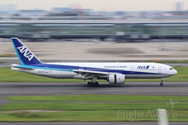 Boeing 777-200 (JA702A)