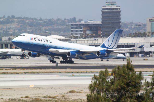 Boeing 747-400 (N118UA) - Just taking off