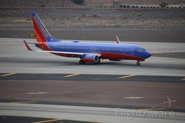 Boeing 737-800 (N8623A)