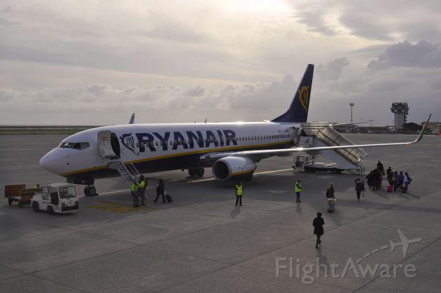 Boeing 737-800 (EI-EKN) - Ryanair Boeing 737-8AS(WL) EI-EKN in Genova