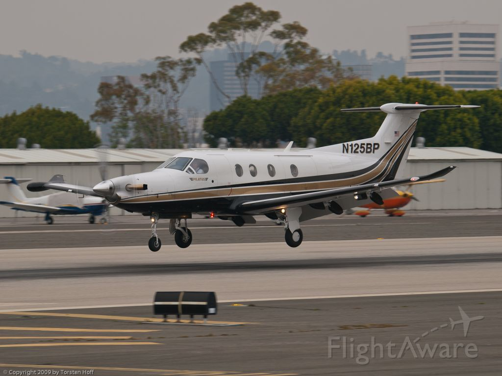 Pilatus PC-12 (N125BP) - N125BP arriving on RWY 21