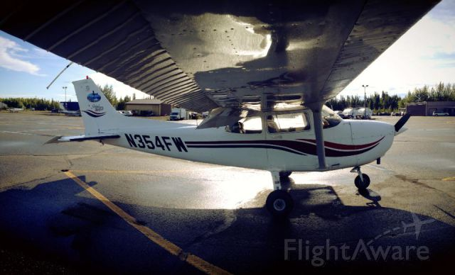 Cessna Skyhawk (N354FW)