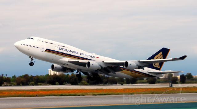 Boeing 747-400 (9V-SPN) - Take off.