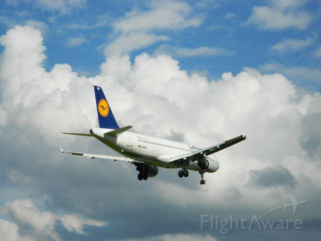 Airbus A320 (D-AIQN)