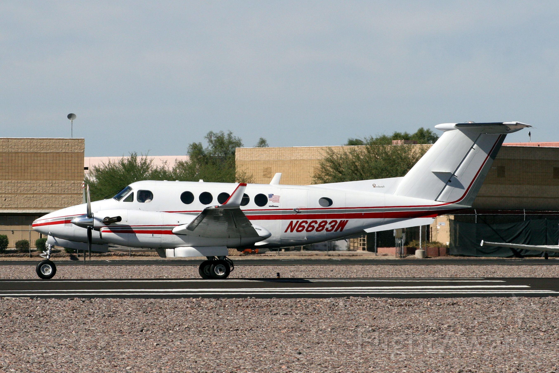 Beechcraft Super King Air 200 (N6683W) - Departing R21 for KJAC on 31-Oct-10.