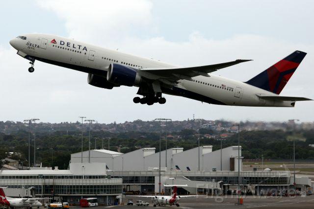 BOEING 777-200LR (N701DN) - Delta