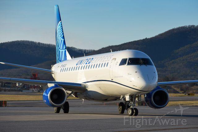 Embraer 175 (N610UX)