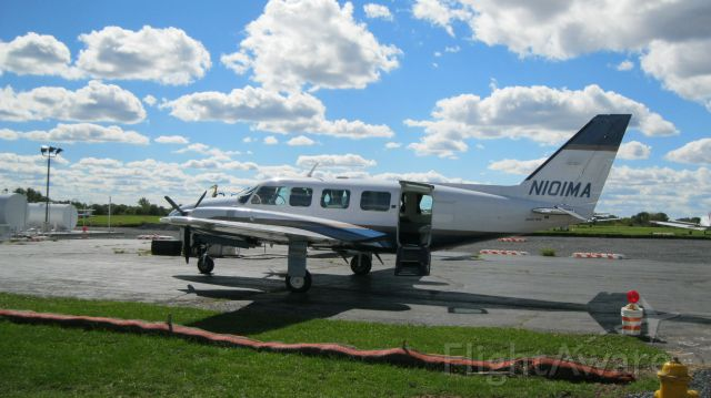 Piper Navajo (N101MA) - Took a few photos at N43 Braden Airpark so I can model this airport in Microsoft FS2004.