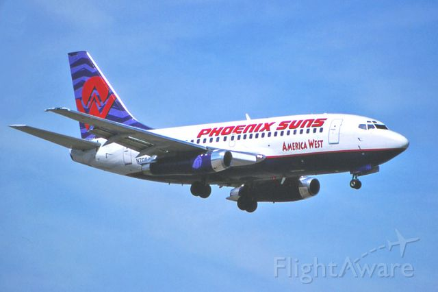 Boeing 737-100 (N708AW) - Oct. 1998 - America West's 737-112 on short final.