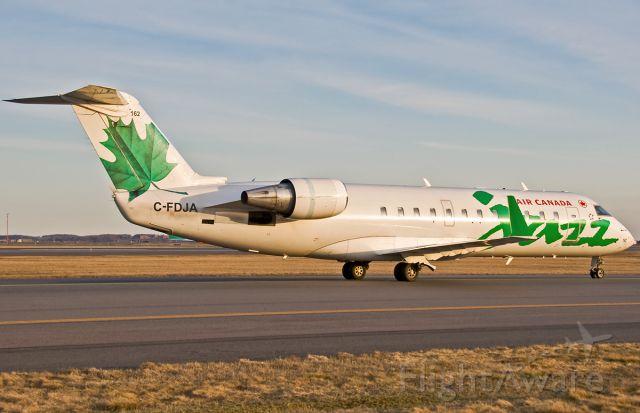 Canadair Regional Jet CRJ-200 (C-FDJA) - Inbound on November