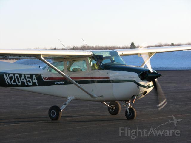 Cessna Skyhawk — - N20454 on the ramp