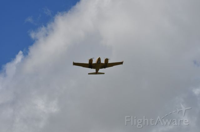 Piper PA-30 Twin Comanche (N178X) - Short final Rwy 15 KLCH