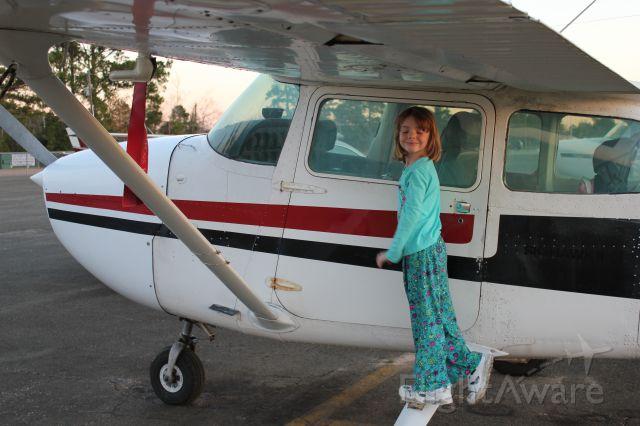 Cessna Skyhawk (N733AZ) - Sara took a hamburger-run for her sixth birthday.