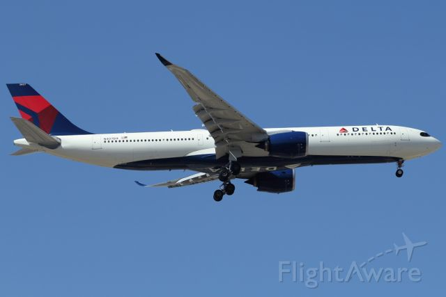 AIRBUS A-330-900 (N407DX) - 07/07/2021: Flight from JFK on landing path to runway 30.