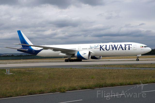 BOEING 777-300 (9K-AOH)