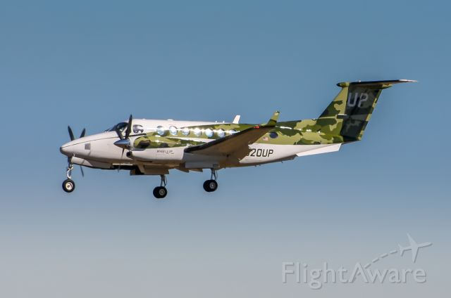 N820UP — - A camo livery Up Beech B300 on final to Houston Hobby 1/31/2021