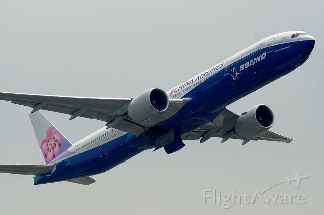 Boeing 777-200 (B-18007)
