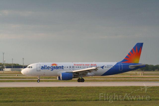 Airbus A320 (N223NV)