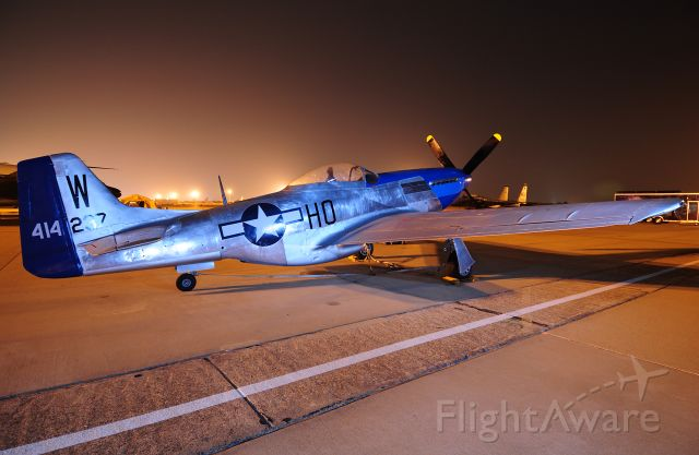 North American P-51 Mustang (NL2151D)