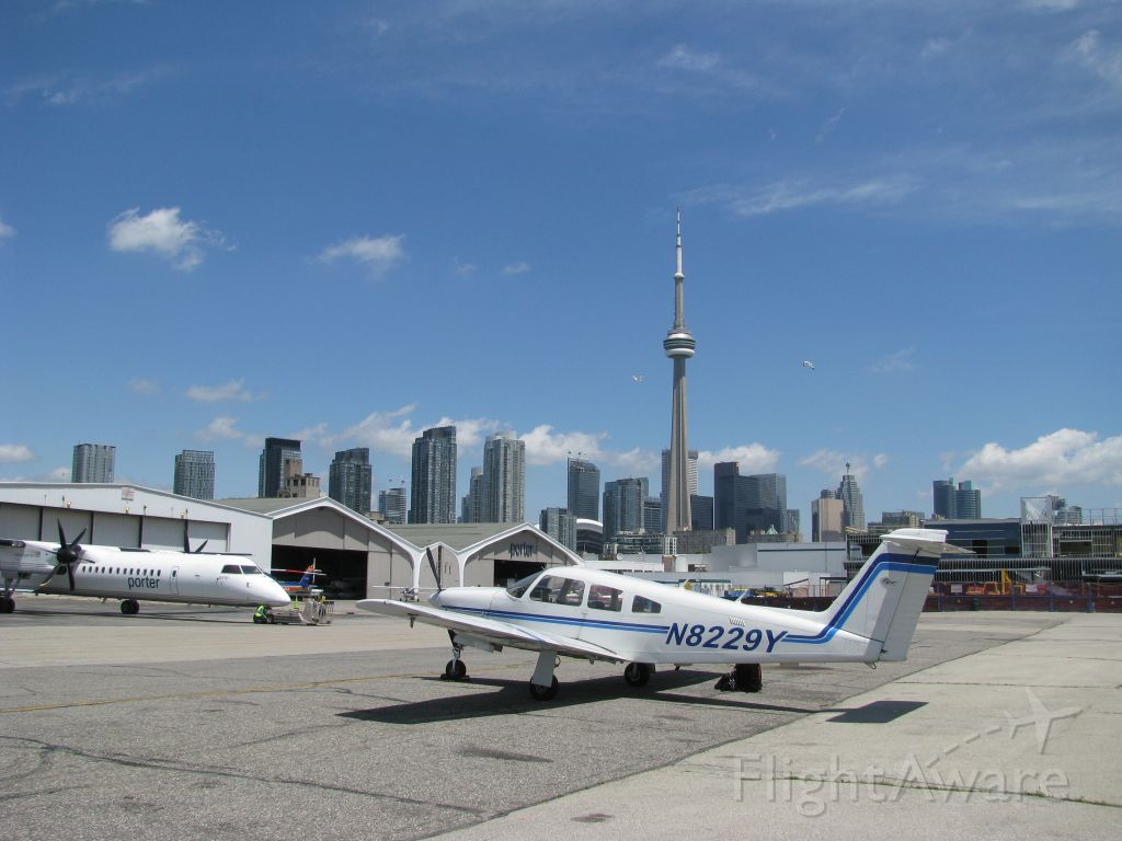 Piper Cherokee Arrow (N8229Y) - Downtown Toronto, ON