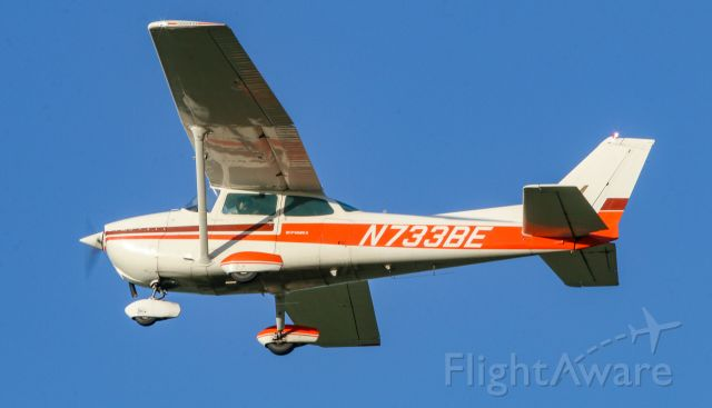 Cessna Skyhawk (N733BE) - Cessna 172 touch n' go's out of Byron Airport