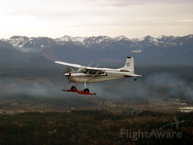 Cessna Skywagon (N9472N) - Flying back to Auburn on skis