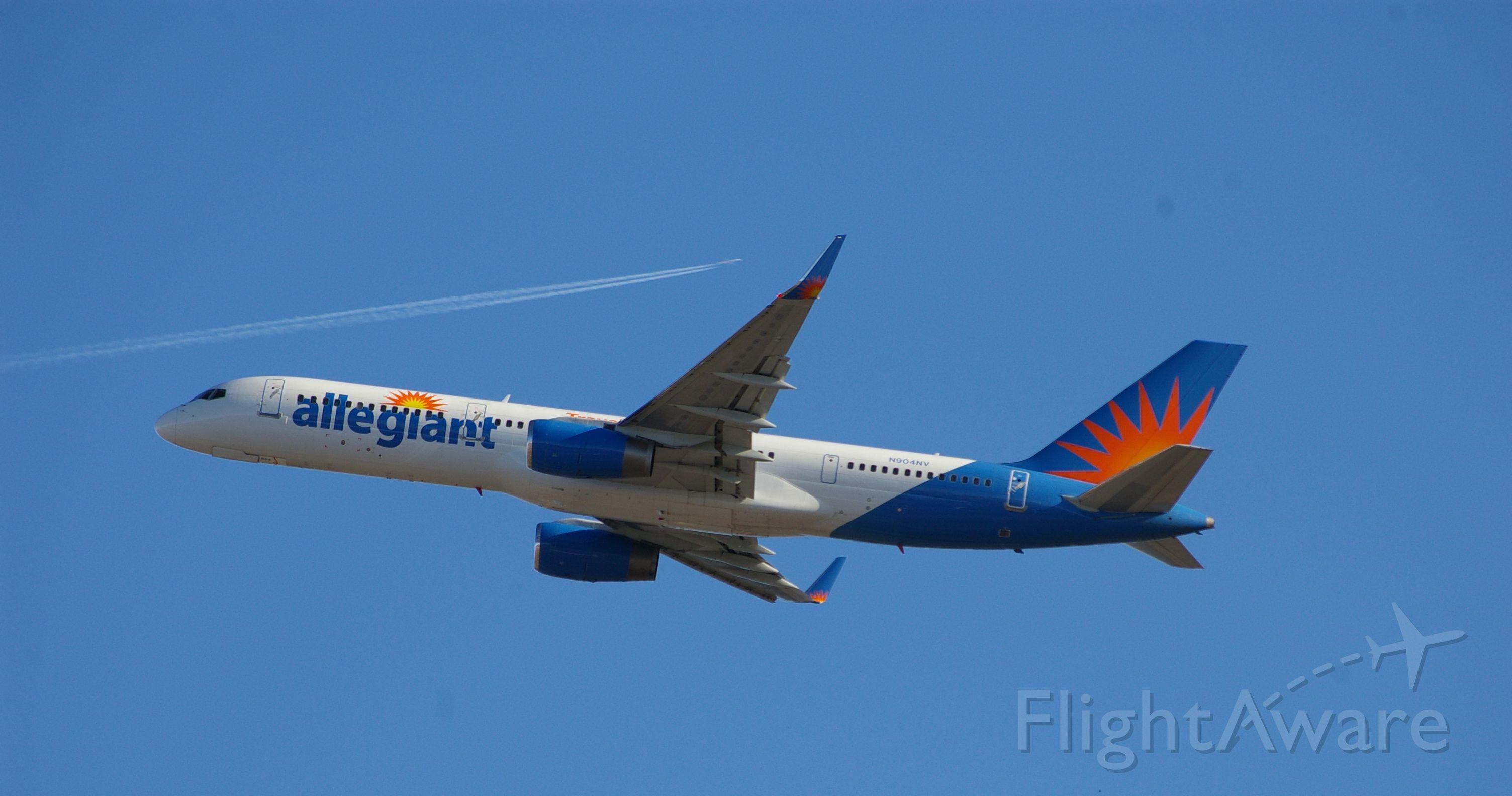 Boeing 757-200 (N904NV)