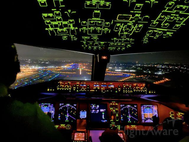 Boeing 777-200 — - Narita Airport Runway 33R