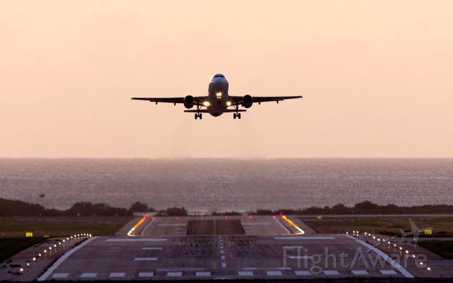 Airbus A319 (N557AV) - afternoon departure