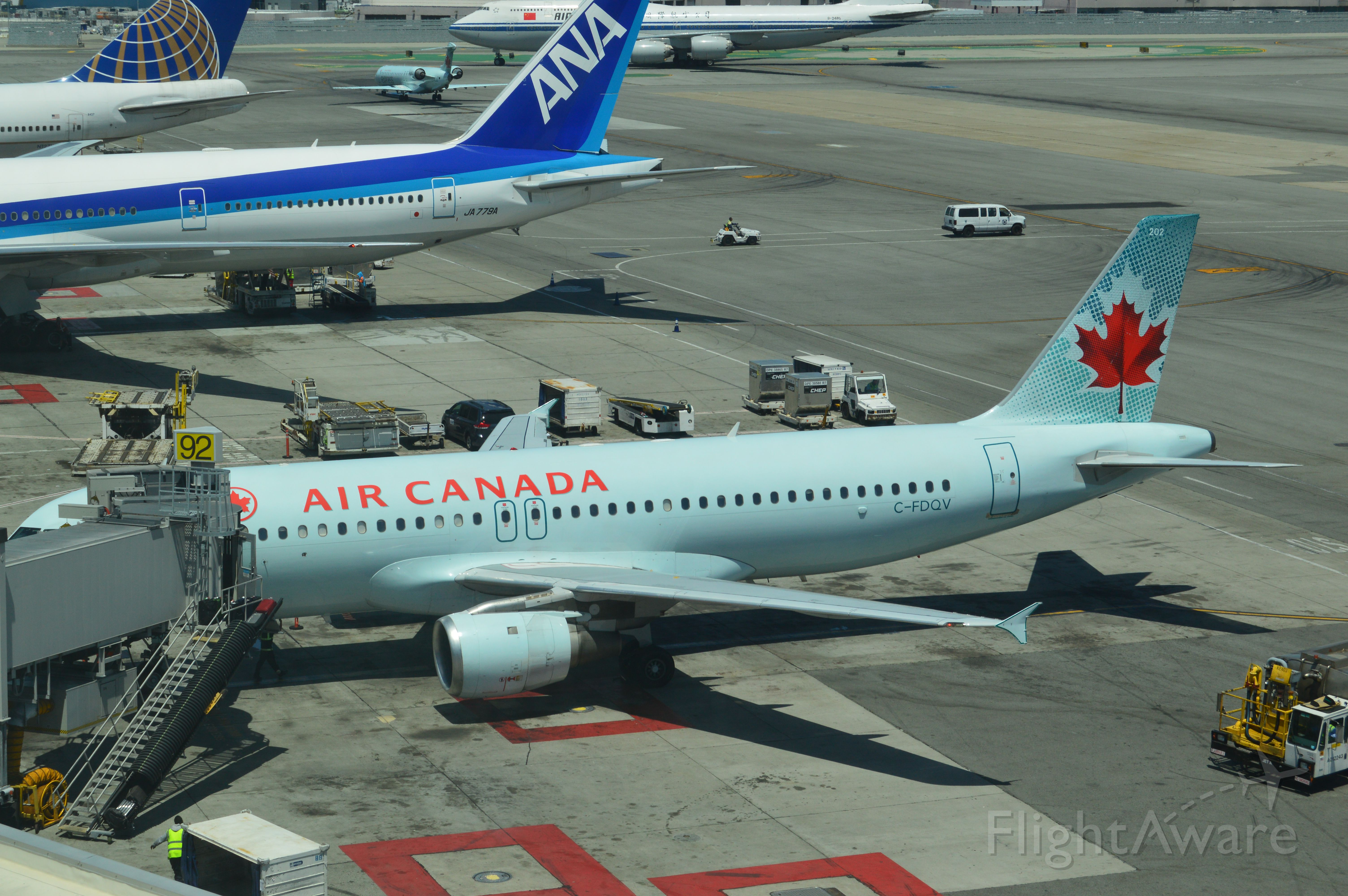 Airbus A320 (C-FDQV) - International noontime traffic at SFO