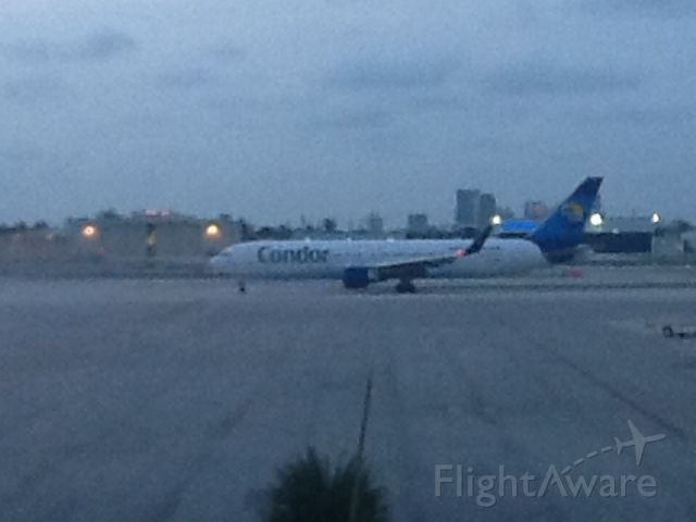 D-ABUE — - Condor(D-ABUE) taxing to runway 9L at Fort Lauderdale airport to Frankfurt