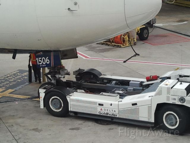 N156DL — - Powerful tug pulls B767 to Delta terminal in ATL for international flight