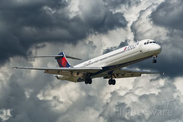 McDonnell Douglas MD-88 (N987DL) - Deja Vu! 6/11/2015 on short final to 19R.