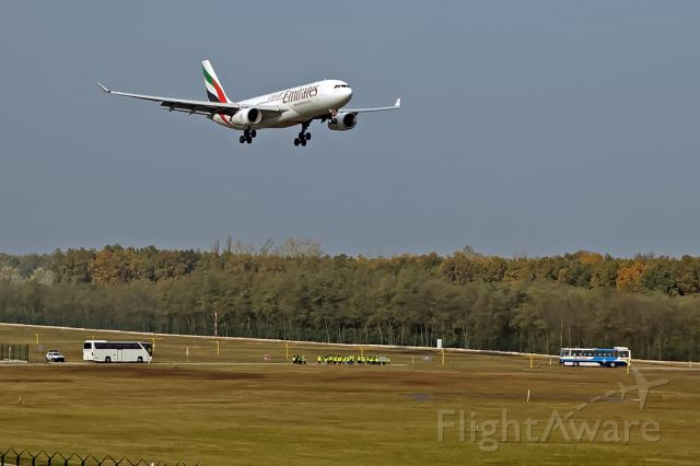 Airbus A330-200 (A6-EKR)