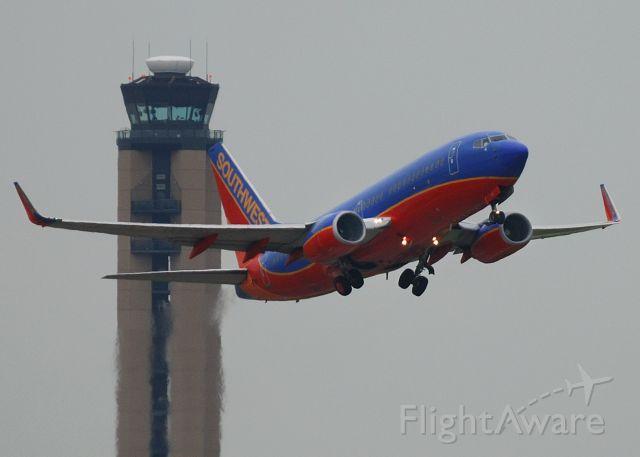 Boeing 737-700 (N403WN) - Departing 10C